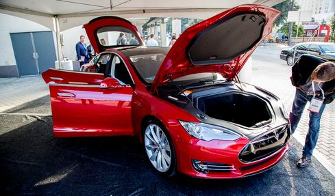 A Dell World attendee checks out Tesla's Model S.