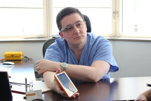 Dr. Bill Metaxas is an early adopter of the Google Glass version of EHR drchrono. (Image: drchrono)