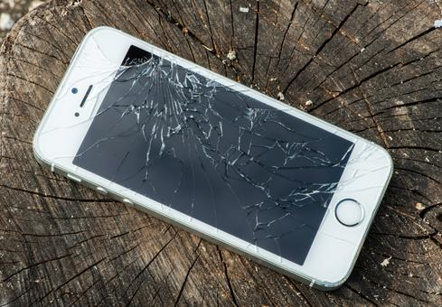 Apple To Accept Cracked iPhones For Credit