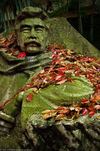Lu Xun, the author commemorated by China's most prestigious literary prize. (Source: hengcuo)