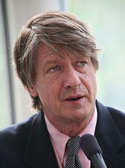 PJ O'Rourke uses an IBM Selectric.