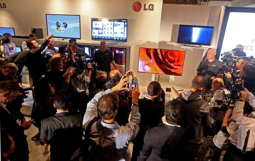 Apparently, Kevin Jacoby wasn't the only CES attendee interested in visiting LG's booth.