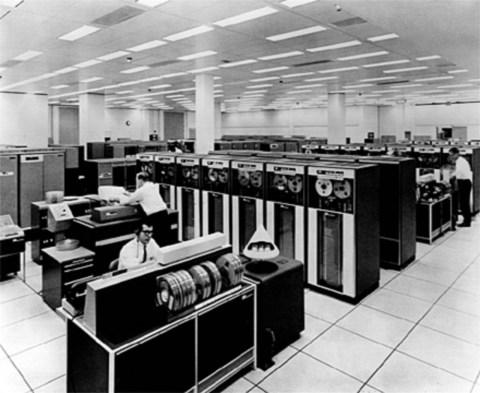 An example of a humongous mainframe computer.