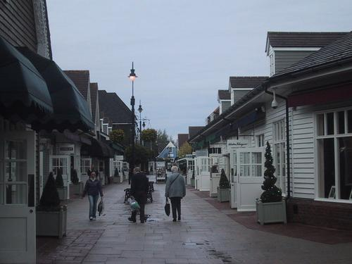 A rainy morning in Bicester Village  (Source: Sarah Charlesworth, via Wikimedia Commons)