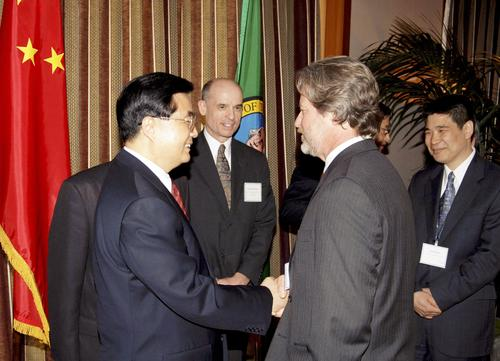 Bill Karst, shown here shaking hands with China's President Hu Jintao at an event in 2006, was in charge of architecture and design firm Callison when the company designed CityScape, a mixed-use development in downtown Phoenix. In recent years, CityScape has failed to impress residents or outsiders. The downtown remains a windy ghost town much of the time. (Photo: Business Wire)