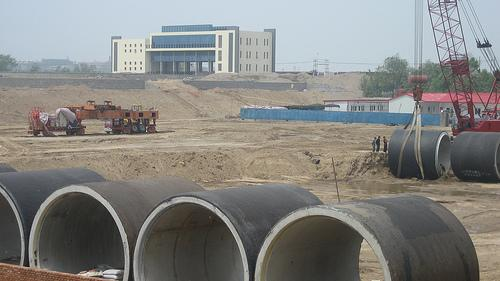 Construction on South to North Water Diversion Project in 2008.  (Source: Bert van Dijk.)