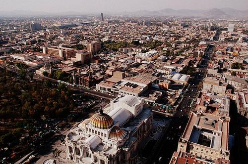 Mexico City, recently cited for ugliness.(Source: LWY via Wikimedia and Flickr)
