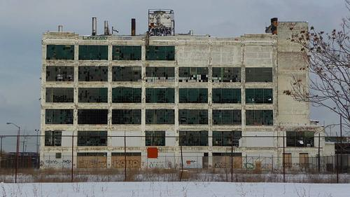An abandoned auto plant in Detroit, whose population has declined by the hundreds of thousands since the 1950s. (Source: Patrickklida via Wikimedia Commons)
