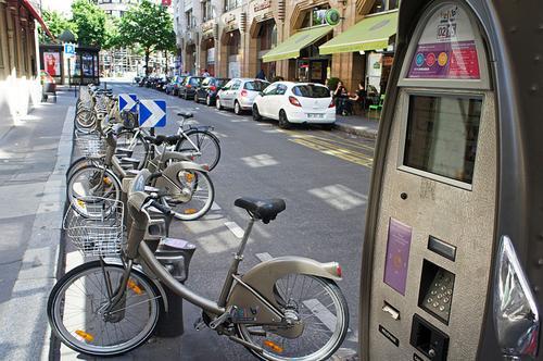 (Paris's Velib system. Source: Mario Ortiz)