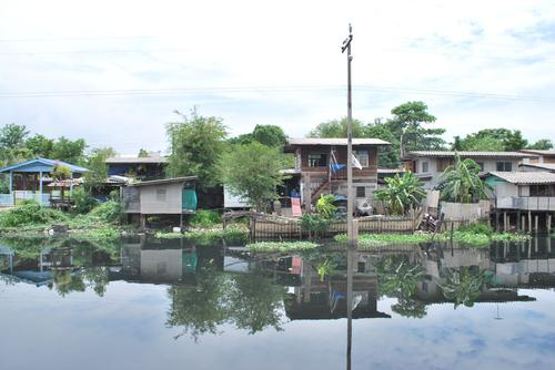 Slums along the Klong Bangbua river canal in Bangkok's Bangkhen District.(Source: Walter Fieuw)