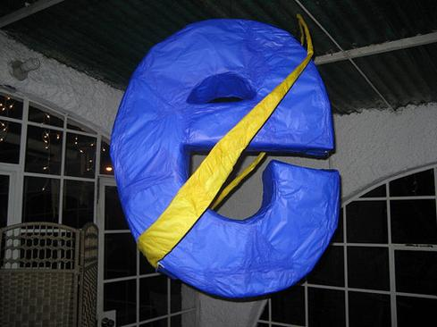 Internet Explorer pinata (image: Javier Aroche/Flickr).