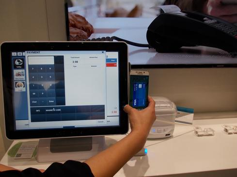 Samsung Pay in action at MWC 2015.